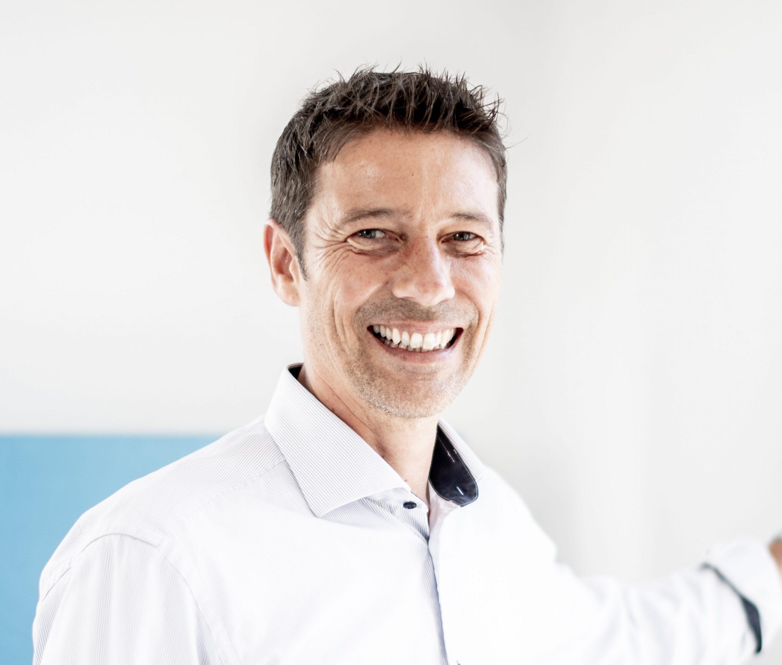 Joachim Torda lacht in die Kamera